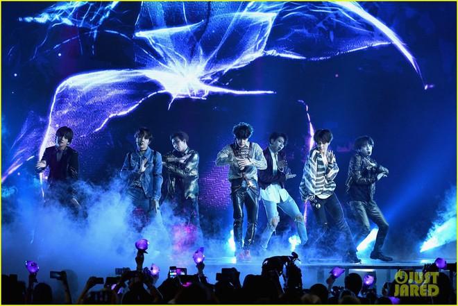 Chùm ảnh: Những khoảnh khắc đẹp ná thở từ sân khấu comeback lịch sử của BTS tại Billboard Music Awards 2018 - Ảnh 10.