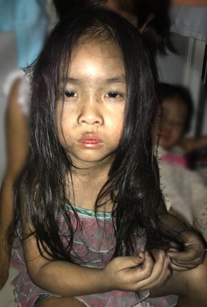 Gần 2 tháng chuyển đến nơi ở tạm, người mẹ từng ôm 2 con chạy thoát khỏi thảm họa Carina trào nước mắt: 'Tôi và các con nhớ nhà...' 2