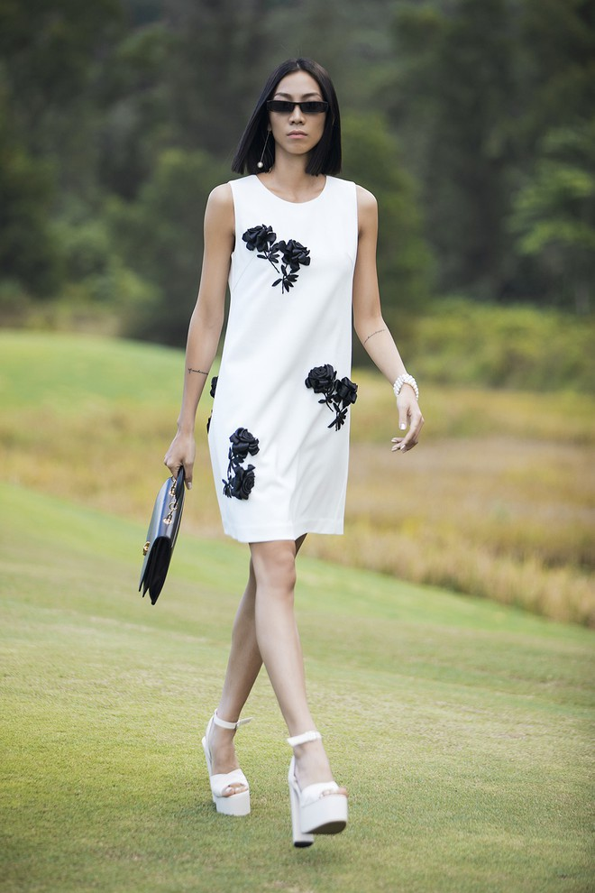 Đi giày hơn 15cm catwalk trên sân golf, khách mời phải ngả mũ trước dàn mẫu đỉnh của NTK Đỗ Mạnh Cường - ảnh 12