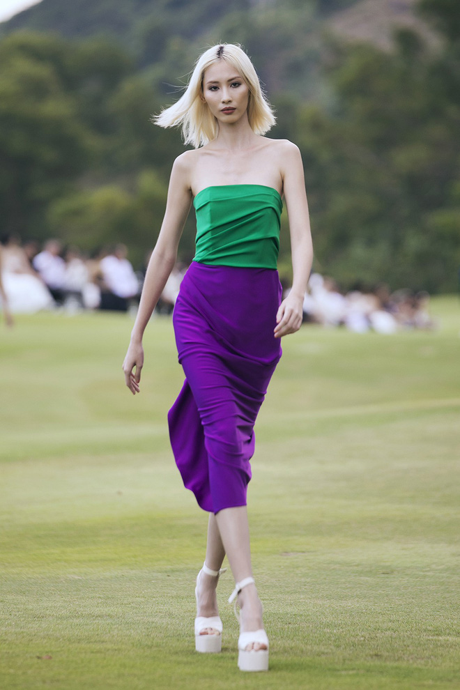 Đi giày hơn 15cm catwalk trên sân golf, khách mời phải ngả mũ trước dàn mẫu đỉnh của NTK Đỗ Mạnh Cường - ảnh 35