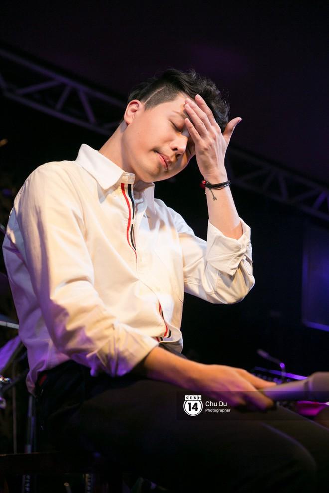 Clip: Trịnh Thăng Bình lần đầu thể hiện bản mashup hai ca khúc Người ấy và Không sao đâu cực nuột - Ảnh 8.
