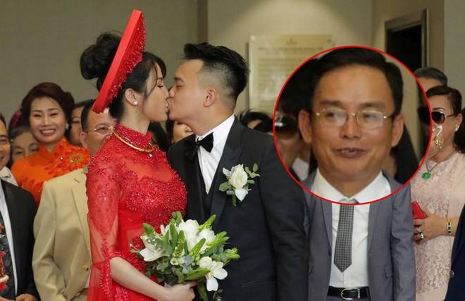 Vợ chồng Diệp Lâm Anh hạnh phúc tới nỗi hôn say đắm như muốn nuốt chửng nhau luôn - Ảnh 6.
