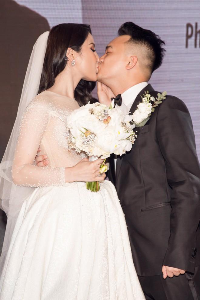 Vợ chồng Diệp Lâm Anh hạnh phúc tới nỗi hôn say đắm như muốn nuốt chửng nhau luôn - Ảnh 2.