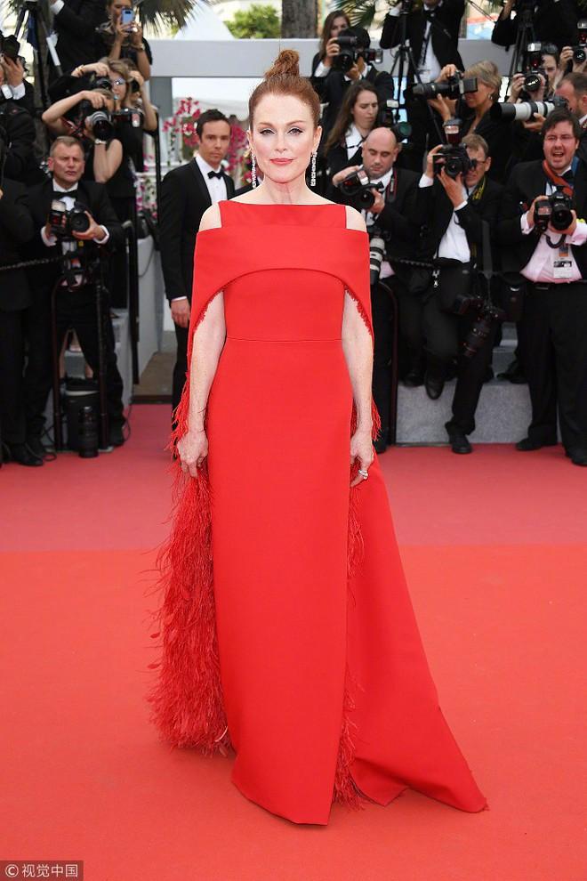 Cannes 2018: Phạm Băng Băng gây thất vọng vì nhuộm xanh thảm đỏ, hở ngực - gây sốc vẫn được tận dụng triệt để - Ảnh 13.