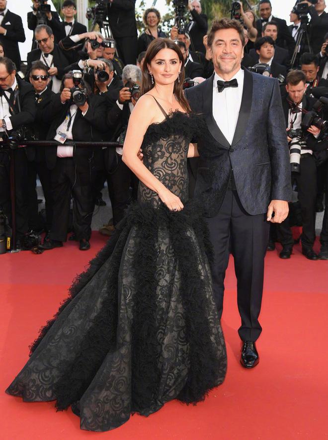 Cannes 2018: Phạm Băng Băng gây thất vọng vì nhuộm xanh thảm đỏ, hở ngực - gây sốc vẫn được tận dụng triệt để - Ảnh 16.