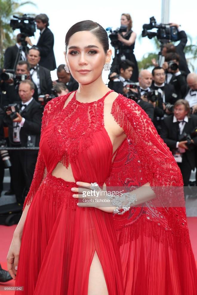 Cannes 2018: Phạm Băng Băng gây thất vọng vì nhuộm xanh thảm đỏ, hở ngực - gây sốc vẫn được tận dụng triệt để - Ảnh 28.