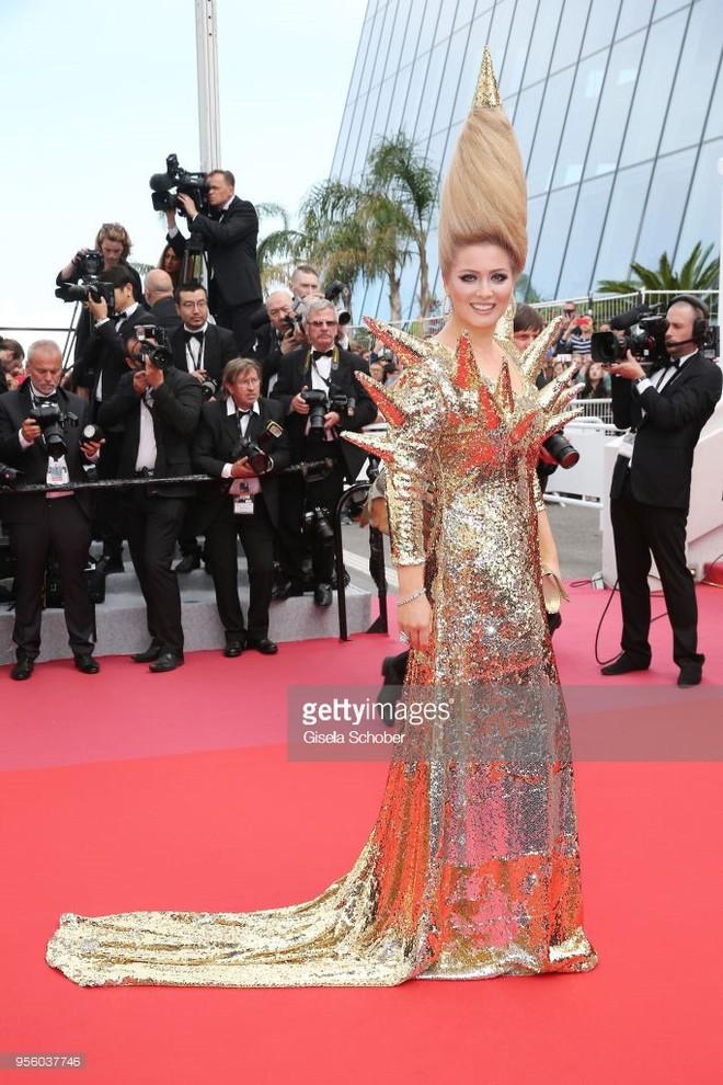 Cannes 2018: Phạm Băng Băng gây thất vọng vì nhuộm xanh thảm đỏ, hở ngực - gây sốc vẫn được tận dụng triệt để - Ảnh 31.