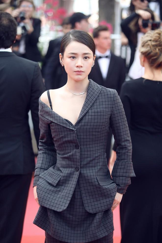 Cannes 2018: Phạm Băng Băng gây thất vọng vì nhuộm xanh thảm đỏ, hở ngực - gây sốc vẫn được tận dụng triệt để - Ảnh 22.