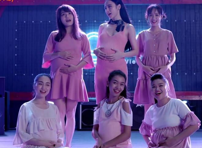 Glee Việt tập áp cuối: Để ủng hộ tinh thần Angela, toàn bộ nữ sinh của Glee đồng loạt mang bầu! - ảnh 6