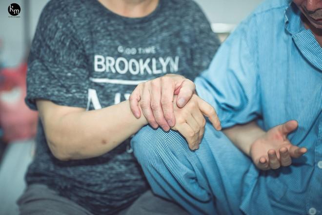 Nếu em bị mù, anh có yêu em không?: Tình yêu của cặp vợ chồng già ở Bắc Giang khiến nhiều người ngưỡng mộ - Ảnh 9.