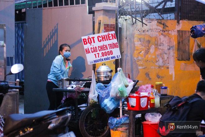 Khám phá ngay món há cảo chiên trứng độc đáo và lạ vị ngay giữa lòng Sài Gòn - Ảnh 2.