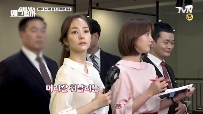 Hậu trường Thư Ký Kim: Park Seo Joon buồn thiu vì Park Min Young quá thân thiết với một người - ảnh 12