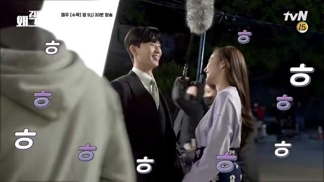 Hậu trường Thư Ký Kim: Park Seo Joon buồn thiu vì Park Min Young quá thân thiết với một người - ảnh 10
