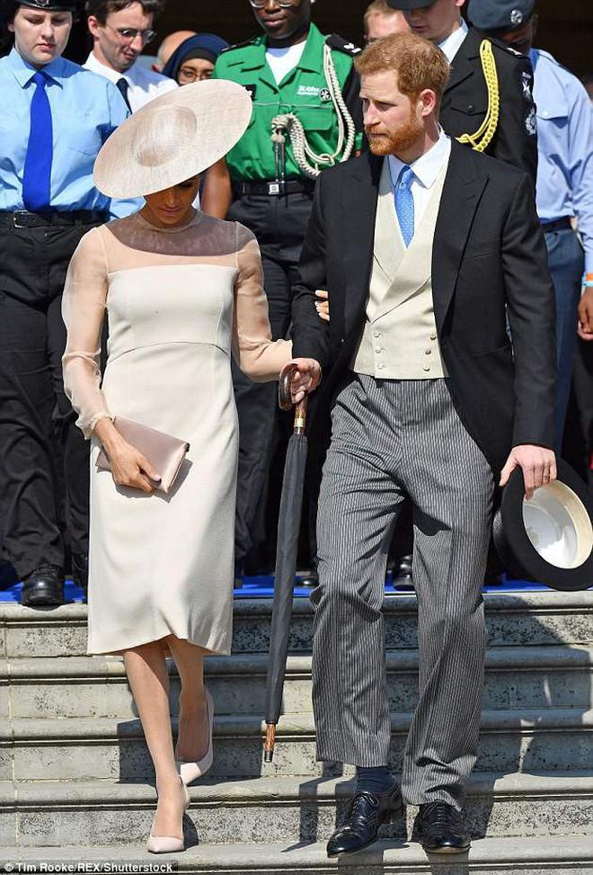 Thường phá vỡ quy tắc Hoàng gia về trang phục, nhưng có điều này Meghan Markle lại chưa bao giờ làm - ảnh 10