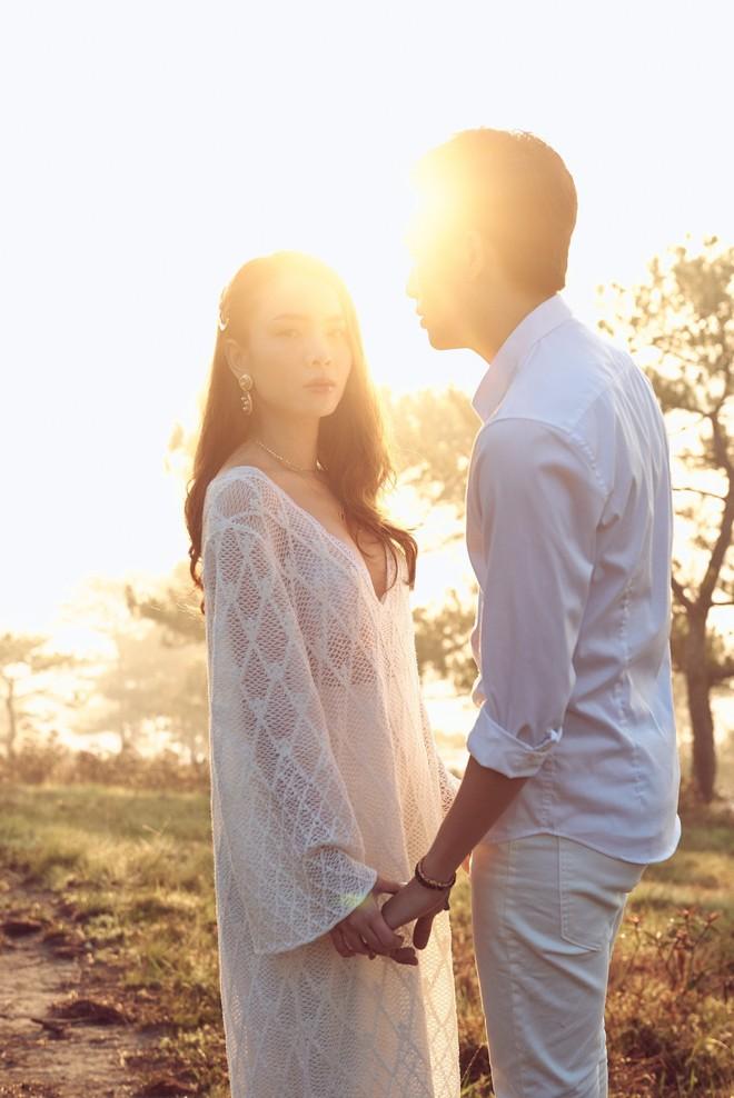 Ảnh hậu trường bị rò rỉ làm rộ tin đồn đám cưới, Yến Trang gấp rút hoàn thiện MV trong 20 giờ để ra mắt - ảnh 1