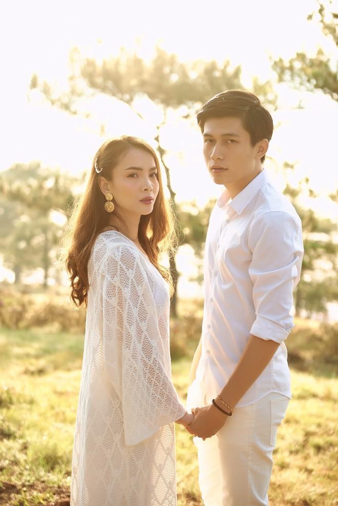 Ảnh hậu trường bị rò rỉ làm rộ tin đồn đám cưới, Yến Trang gấp rút hoàn thiện MV trong 20 giờ để ra mắt - ảnh 2