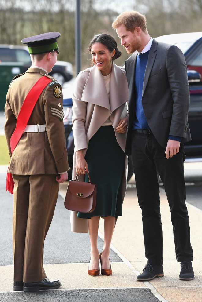 Thường phá vỡ quy tắc Hoàng gia về trang phục, nhưng có điều này Meghan Markle lại chưa bao giờ làm - ảnh 4