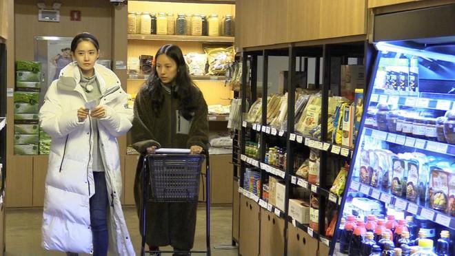 Yoona thì làm giúp việc, thành viên SNSD này lại trở thành... bạn nhậu của Hyori! - Ảnh 4.