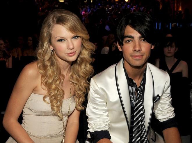 Taylor Swift và Selena Gomez: Tình bạn chân thành suốt 13 năm của hai ngôi sao quyền lực nhất showbiz - ảnh 2