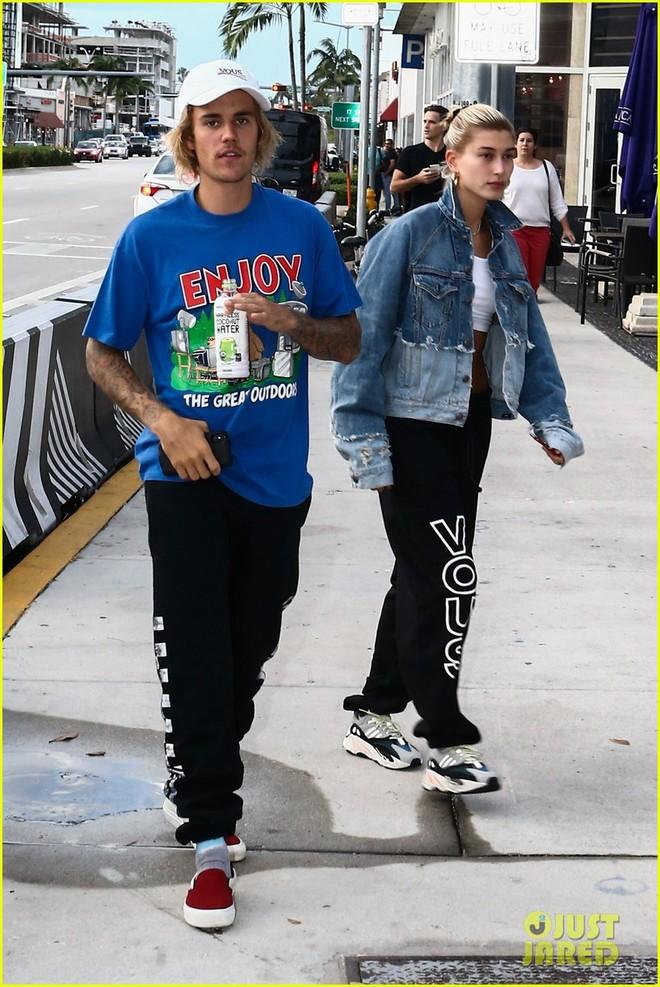 Justin Bieber đầu bù tóc rối, tái hợp cùng mỹ nhân nóng bỏng nhất thế giới trên phố - ảnh 4