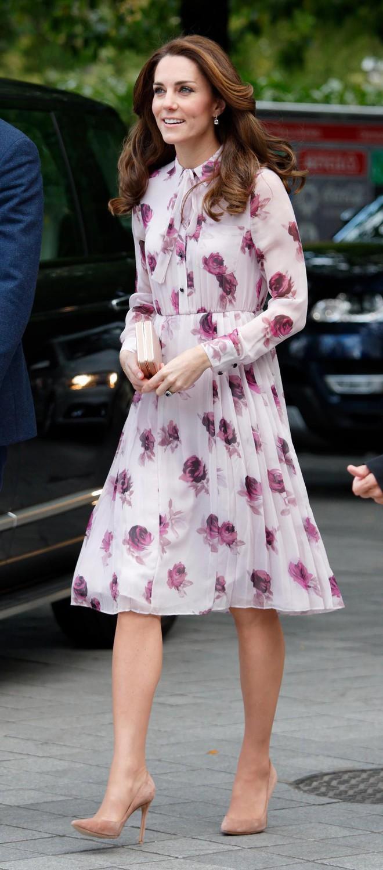 Thường phá vỡ quy tắc Hoàng gia về trang phục, nhưng có điều này Meghan Markle lại chưa bao giờ làm - ảnh 17