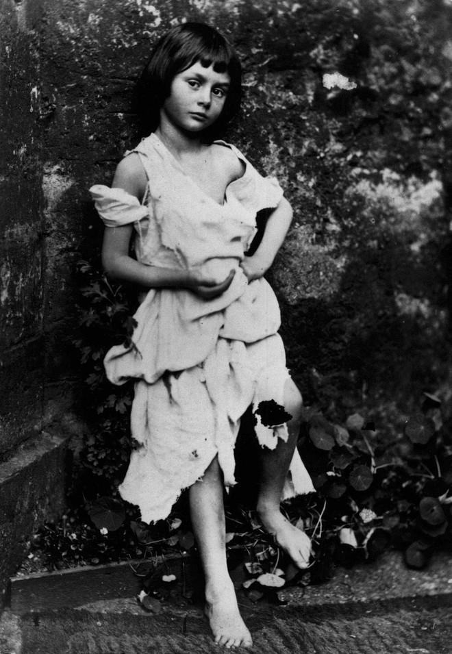 Alice ở xứ sở thần tiên: Câu chuyện trẻ em nhuốm màu đen tối và cuộc đời Alice ngoài đời thật khiến nhiều người ngỡ ngàng - ảnh 5