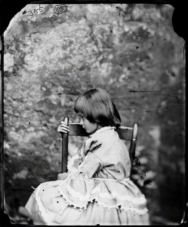 Alice ở xứ sở thần tiên: Câu chuyện trẻ em nhuốm màu đen tối và cuộc đời Alice ngoài đời thật khiến nhiều người ngỡ ngàng - ảnh 6