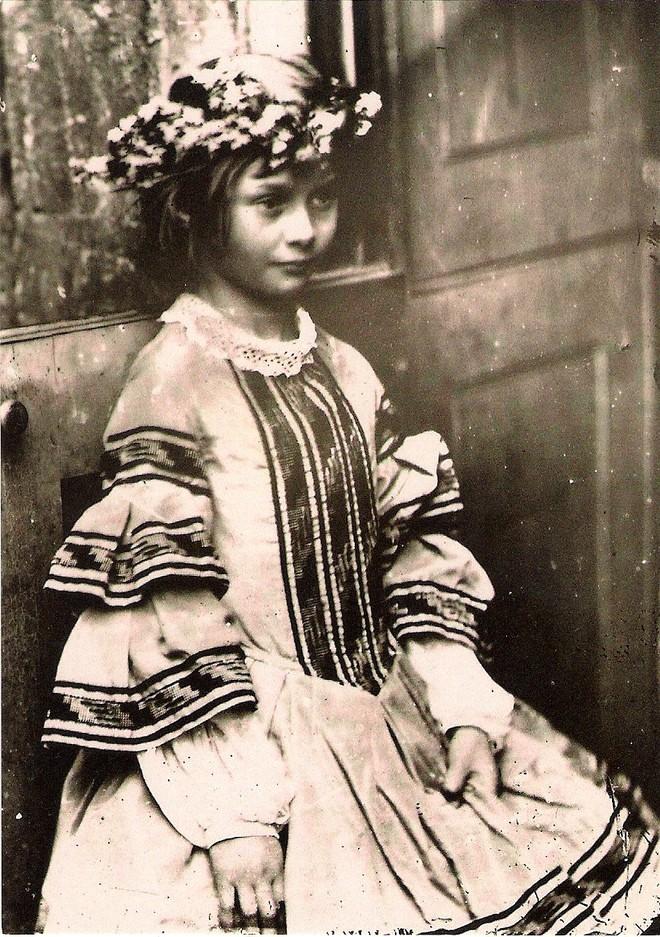 Alice ở xứ sở thần tiên: Câu chuyện trẻ em nhuốm màu đen tối và cuộc đời Alice ngoài đời thật khiến nhiều người ngỡ ngàng - ảnh 7