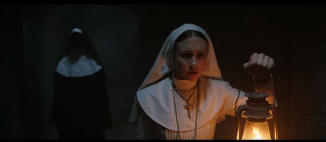 Hết hồn với cảnh Valak nhảy xổ vào con gái nhà người ta trong The Nun - ảnh 1