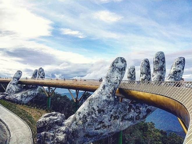 Dân tình bấn loạn trước cây cầu vàng hình bàn tay khổng lồ ở Đà Nẵng, rần rần rủ nhau đến check in - ảnh 7