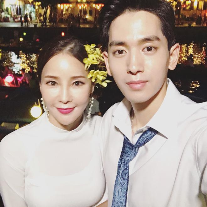 Dispatch đưa tin nữ ca sĩ bốc lửa xứ Hàn diện áo dài, cùng chồng kém 17 tuổi đến tận Việt Nam để chụp hình cưới - ảnh 1
