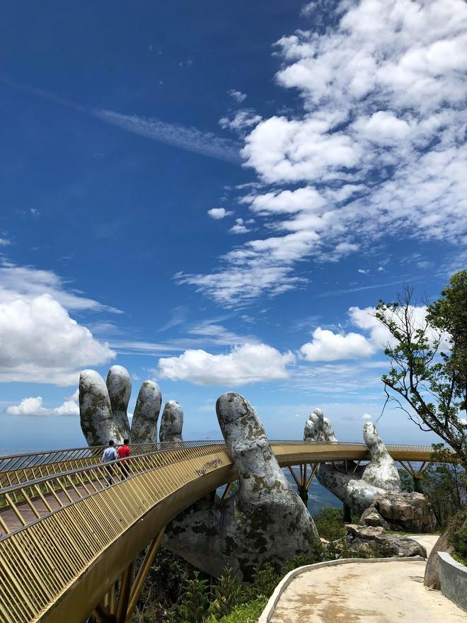 Dân tình bấn loạn trước cây cầu vàng hình bàn tay khổng lồ ở Đà Nẵng, rần rần rủ nhau đến check in - ảnh 5