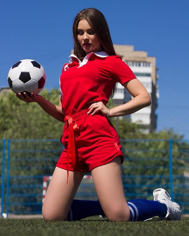 MXH Nga ngập tràn những cô nàng khoe dáng nóng bỏng chào mừng World Cup 2018 - ảnh 7