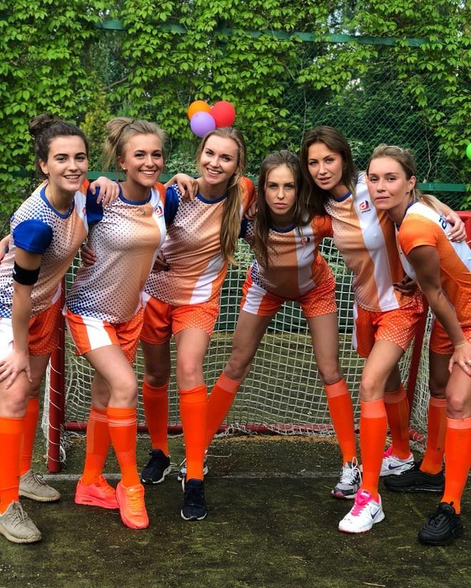 MXH Nga ngập tràn những cô nàng khoe dáng nóng bỏng chào mừng World Cup 2018 - ảnh 6