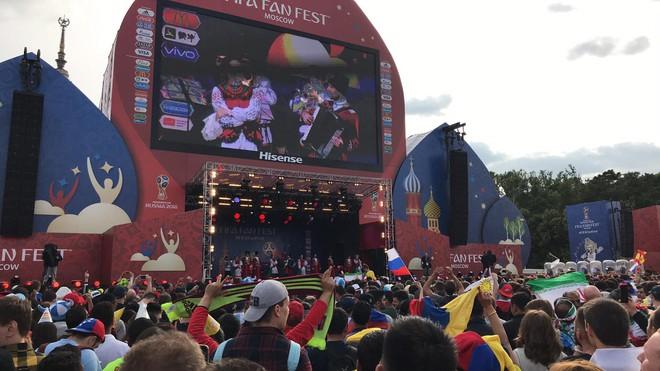 Dẫn trước 2:0, du học sinh Việt cùng người dân Nga hát vang bài ca chiến thắng ở thủ đô Moscow - ảnh 3