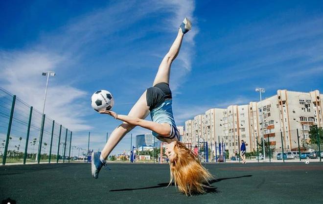 MXH Nga ngập tràn những cô nàng khoe dáng nóng bỏng chào mừng World Cup 2018 - ảnh 4