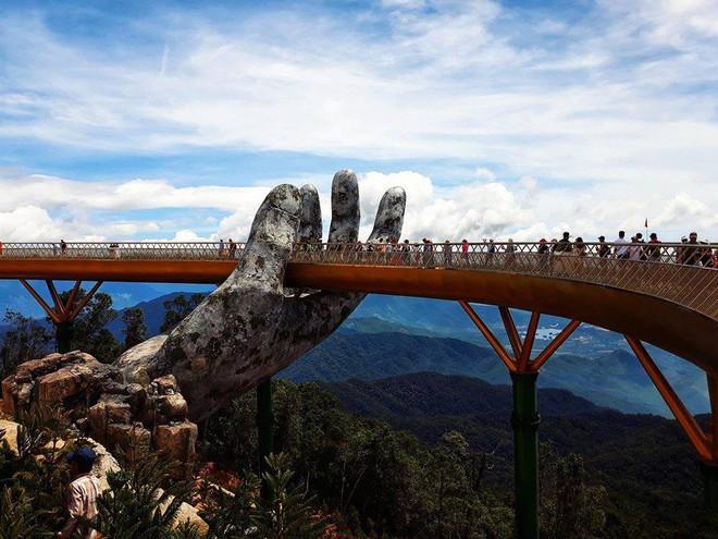 Dân tình bấn loạn trước cây cầu vàng hình bàn tay khổng lồ ở Đà Nẵng, rần rần rủ nhau đến check in - ảnh 4