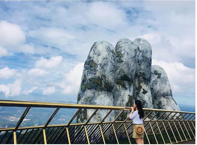 Dân tình bấn loạn trước cây cầu vàng hình bàn tay khổng lồ ở Đà Nẵng, rần rần rủ nhau đến check in - ảnh 2