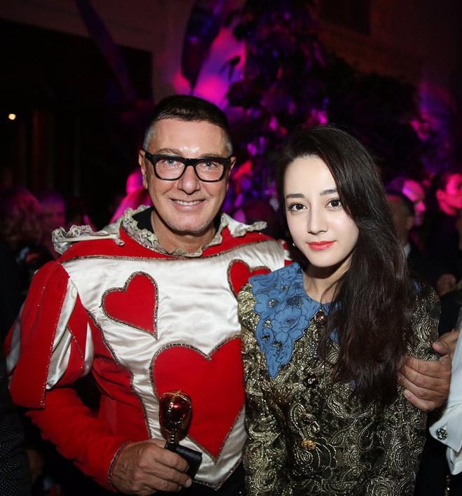 Dù có mặc váy của Dolce&Gabbana thì Selena Gomez vẫn bị Stefano Gabbana - NTK của hãng chê bai như thường - ảnh 12
