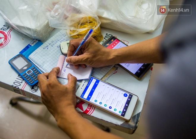 Dịch vụ giao thức ăn đêm ở Sài Gòn tăng cường hoạt động đến gần 3h sáng trong mùa World Cup - ảnh 3