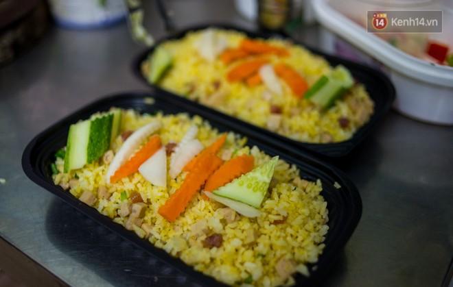 Dịch vụ giao thức ăn đêm ở Sài Gòn tăng cường hoạt động đến gần 3h sáng trong mùa World Cup - ảnh 5