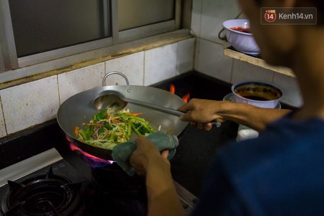 Dịch vụ giao thức ăn đêm ở Sài Gòn tăng cường hoạt động đến gần 3h sáng trong mùa World Cup - ảnh 4