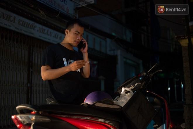Dịch vụ giao thức ăn đêm ở Sài Gòn tăng cường hoạt động đến gần 3h sáng trong mùa World Cup - ảnh 13