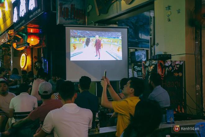 Phố Tây ở Sài Gòn chật kín trong ngày khai mạc World Cup 2018, khách Nga hò hét ăn mừng khi đội nhà thắng đậm - ảnh 6