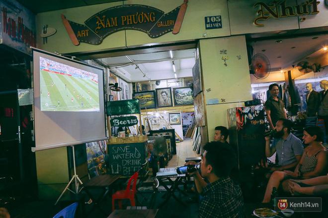 Phố Tây ở Sài Gòn chật kín trong ngày khai mạc World Cup 2018, khách Nga hò hét ăn mừng khi đội nhà thắng đậm - ảnh 12