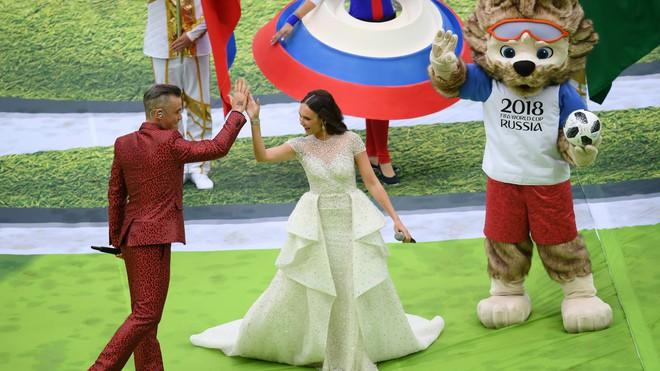 Hoa hậu, siêu mẫu và những cô gái Nga xinh đẹp hút ánh nhìn trong lễ khai mạc World Cup 2018 - ảnh 1