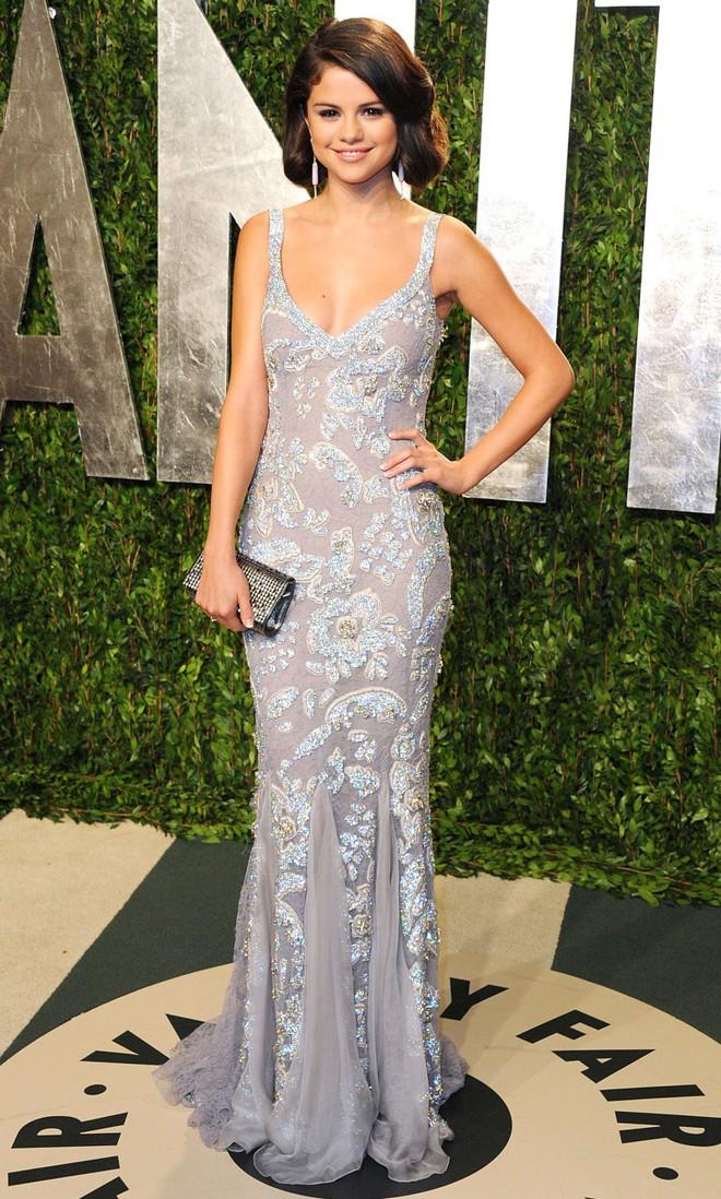 Dù có mặc váy của Dolce&Gabbana thì Selena Gomez vẫn bị Stefano Gabbana - NTK của hãng chê bai như thường - ảnh 4