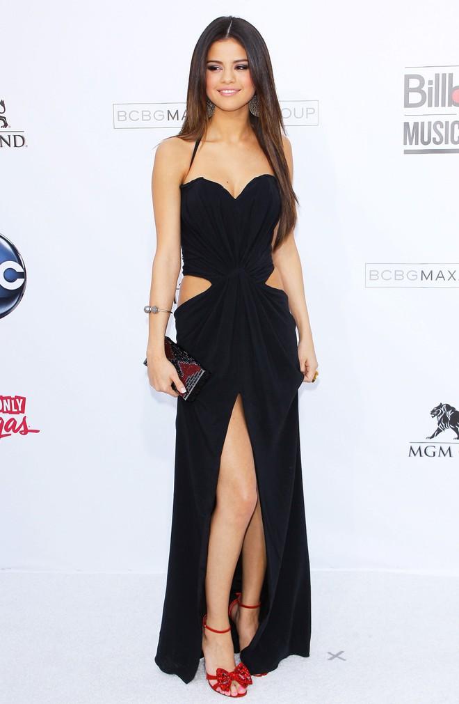 Dù có mặc váy của Dolce&Gabbana thì Selena Gomez vẫn bị Stefano Gabbana - NTK của hãng chê bai như thường - ảnh 5