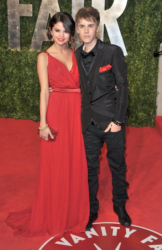 Dù có mặc váy của Dolce&Gabbana thì Selena Gomez vẫn bị Stefano Gabbana - NTK của hãng chê bai như thường - ảnh 3