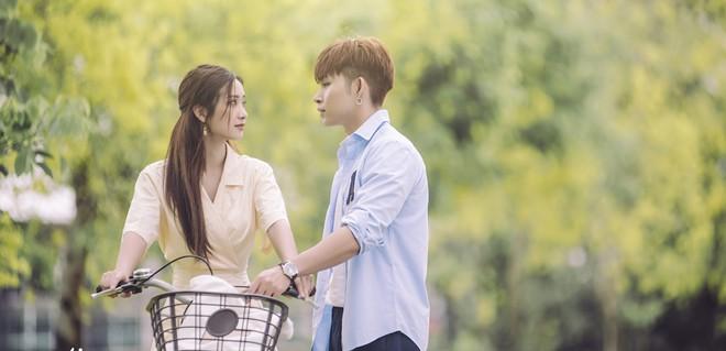 Jun Vũ bẽn lẽn hôn má Jun Phạm trong MV kể chuyện tình đôi hàng xóm trong sáng - ảnh 5